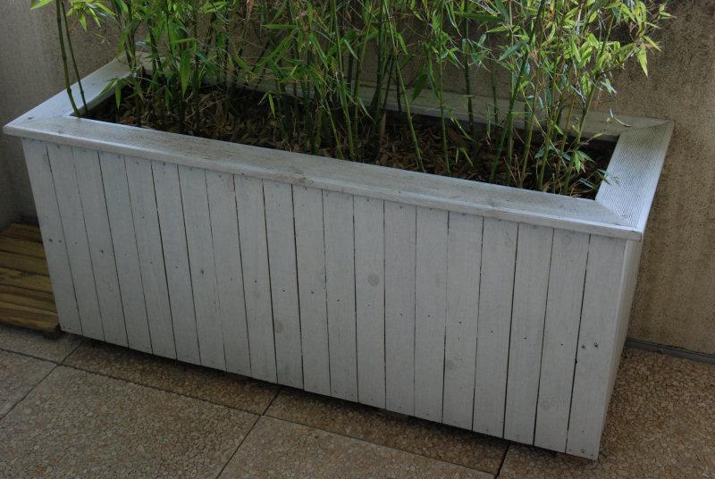 fabriquer une jardini re en bois de et plus. Black Bedroom Furniture Sets. Home Design Ideas